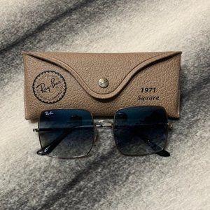 { Ray-Ban } Square 1971 Classic Sunglasses